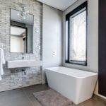 Mała łazienka, dużo rzeczy, czyli jak zarządzać przestrzenią