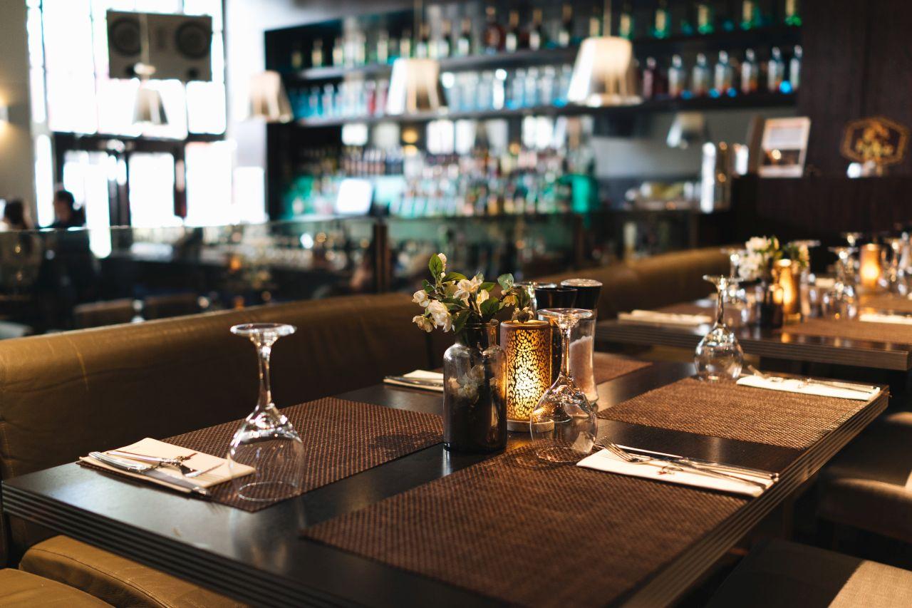Jak wybrać idealną muzykę do lokalu gastronomicznego?
