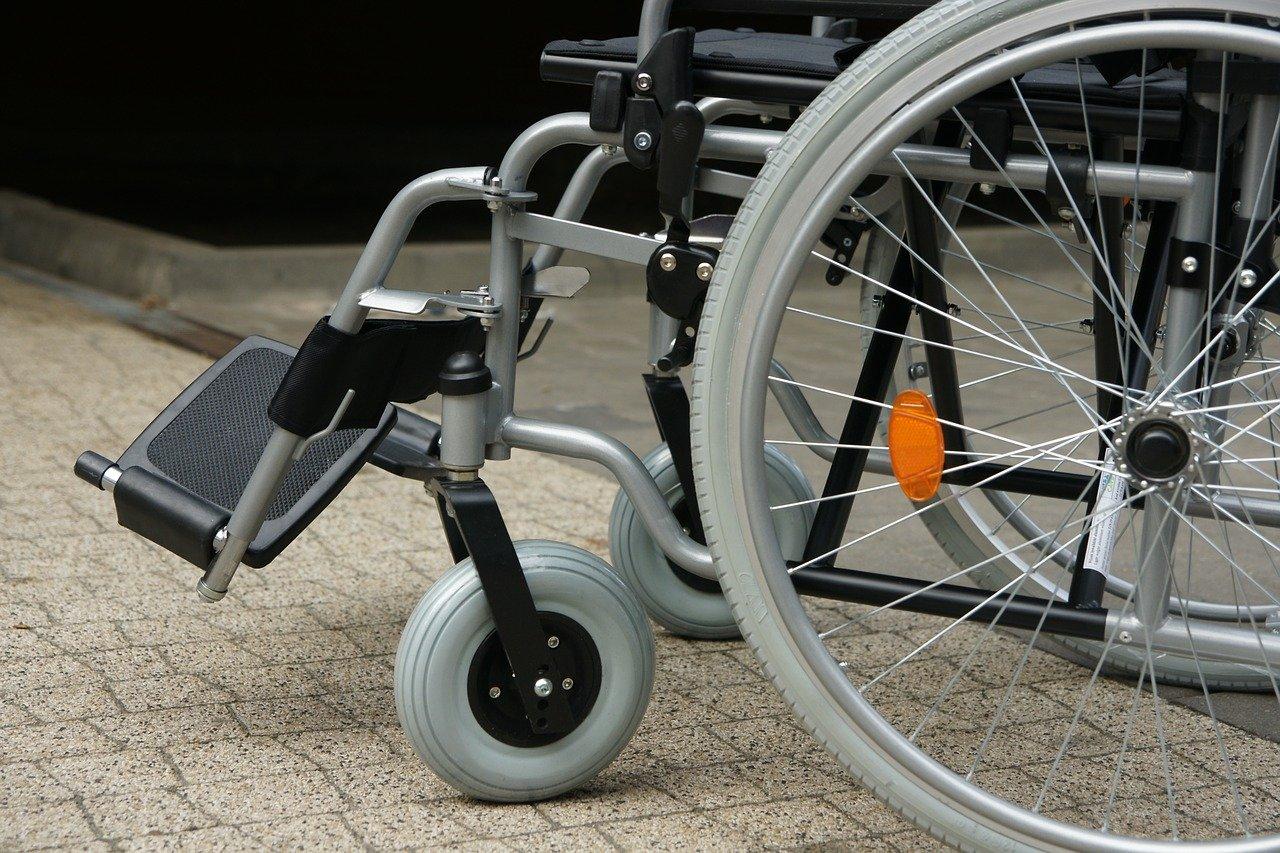 Zakup czy wynajem wózka inwalidzkiego - co jest bardziej opłacalne?