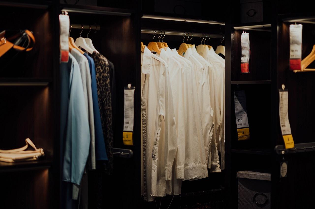 Jaką odzież z bawełny warto mieć w szafie?