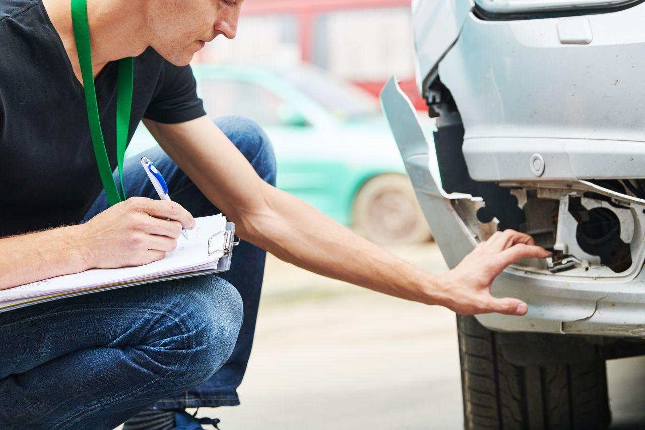 W jakich sytuacjach może się przydać pomoc rzeczoznawcy samochodowego?